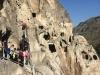 Wohnhöhlen im Berg Eruscheti